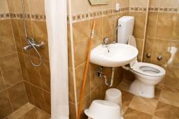 Ванная комната. Черногория, Бар : Студия в Баре в 600 метрах от моря