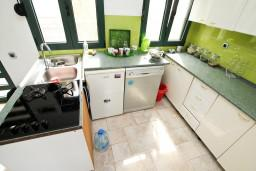 Кухня. Черногория, Шушань : Современная трёхместная студия в Баре