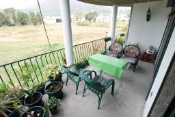 Терраса. Черногория, Шушань : Современная трёхместная студия в Баре