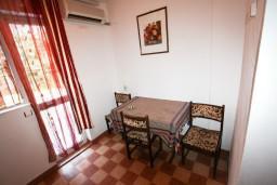 Студия (гостиная+кухня). Черногория, Шушань : Большая студия для 4 человек, 50 метров до моря