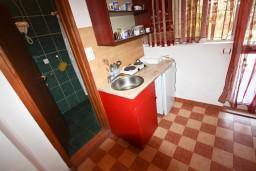 Кухня. Черногория, Шушань : Большая студия для 4 человек, 50 метров до моря