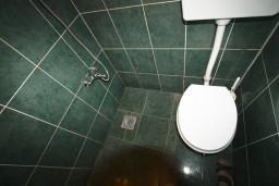 Ванная комната. Черногория, Шушань : Большая студия для 4 человек, 50 метров до моря