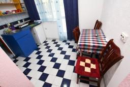 Кухня. Черногория, Шушань : Cтудия для 3 человек, 50 метров до моря