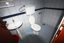 Ванная комната. Черногория, Шушань : Cтудия для 3 человек, 50 метров до моря
