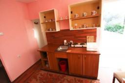 Кухня. Черногория, Шушань : Большая студия для 3-4 человек, 50 метров до моря