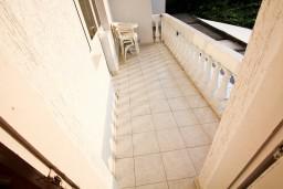 Балкон. Черногория, Шушань : Большая студия для 3-4 человек, 50 метров до моря