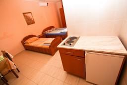 Студия (гостиная+кухня). Черногория, Шушань : Уютная студия с балконом