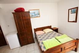 Гостиная. Черногория, Шушань : Апартамент с отдельной спальней на первом этаже в 300 метрах от моря