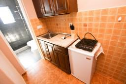 Кухня. Черногория, Шушань : Апартамент для 5-7 человек, 2 отдельные спальни, с балконом с шикарным видом на море