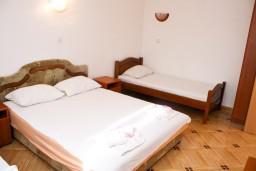 Спальня. Черногория, Шушань : Апартамент для 4-5 человек, с отдельной спальней