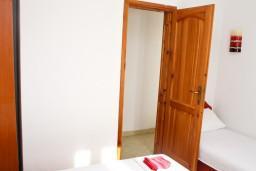 Спальня. Черногория, Шушань : Апартамент для 3-5 человек, с отдельной спальней