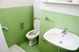 Ванная комната. Черногория, Шушань : Апартамент для 3-5 человек, с отдельной спальней