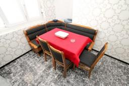 Кухня. Черногория, Шушань : Апартамент для 12 человек, с 4-мя отдельными спальнями, с большой гостиной с кухней, с балконом с видом на море