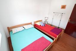 Спальня 2. Черногория, Шушань : Апартамент для 12 человек, с 4-мя отдельными спальнями, с большой гостиной с кухней, с балконом с видом на море