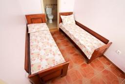 Спальня. Черногория, Шушань : Апартамент для 2-4 человек, с отдельной спальней, терраса с бассейном