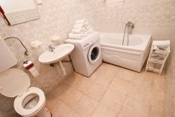 Ванная комната. Черногория, Шушань : Апартамент для 5-8 человек, 2 отдельные спальни