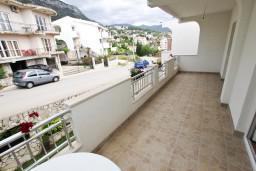 Балкон. Черногория, Шушань : Апартамент с отдельной спальней
