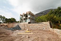 Строящийся дом площадью 230м2, с террасой площадью 115м2, с земельным участком 1407м2, с бассейном 10х6 в Шушани