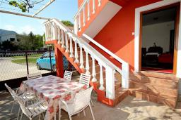 Черногория, Сутоморе : Апартамент на 1-м этаже с террасой