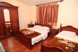 Спальня. Черногория, Сутоморе : Апартамент на 1-м этаже с террасой