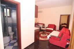 Гостиная. Черногория, Сутоморе : Апартамент на 1-м этаже с террасой