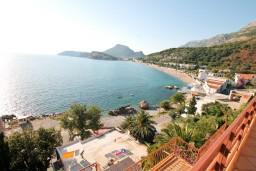 Вид на море. Черногория, Сутоморе : Двухуровневый апартамент для 5 человек, 2 отдельные спальни, с террасой с шикарным видом на море, 50 метров до пляжа