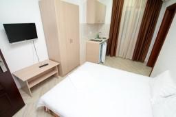 Студия (гостиная+кухня). Черногория, Сутоморе : Уютная студия в 250 метрах от моря