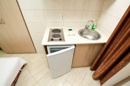 Кухня. Черногория, Сутоморе : Уютная студия в 250 метрах от моря