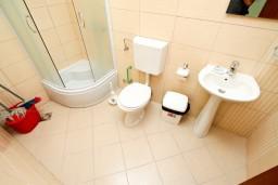 Ванная комната. Черногория, Сутоморе : Уютная студия в 250 метрах от моря