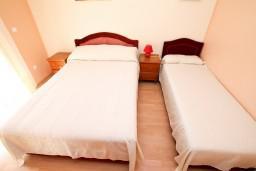 Спальня. Черногория, Сутоморе : Роскошный апартамент для 9 человек, с большой гостиной и кухней, с 4-мя отдельными спальнями, с 2-мя ванными комнатами