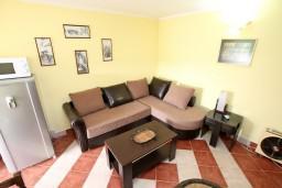 Студия (гостиная+кухня). Черногория, Бигова : Студия для 2-3 человек, с террасой с видом на море, 50 метров до пляжа
