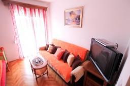 Студия (гостиная+кухня). Черногория, Бигова : Студия для 3-4 человек, с балконом с видом   на море, 50 метров до пляжа