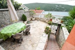 Вид на море. Черногория, Бигова : Студия с террасой с видом на море, 50 метров до пляжа