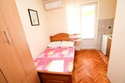 Студия (гостиная+кухня). Черногория, Лепетане : Студия для 3 человек, с балконом с видом на море, 20 метров до пляжа