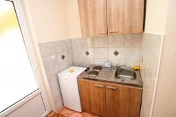Кухня. Черногория, Лепетане : Студия для 3 человек, с балконом с видом на море, 20 метров до пляжа