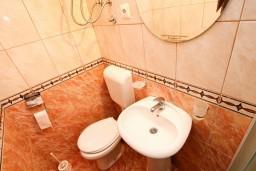 Ванная комната. Черногория, Лепетане : Студия для 3 человек, с балконом с видом на море, 20 метров до пляжа