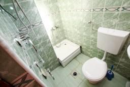 Ванная комната. Черногория, Лепетане : Студия для 2 человек, 20 метров до моря