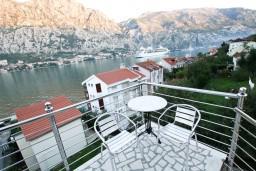 Балкон. Черногория, Муо : Студия для 3 человек, с балконом с шикарным видом на море, 20 метров до пляжа