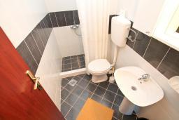 Ванная комната. Черногория, Лепетане : Студия для 4 человек, с балконом с шикарным видом на море, 20 метров до пляжа