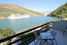 Вид на море. Черногория, Лепетане : Студия для 4 человек, с балконом с шикарным видом на море, 20 метров до пляжа