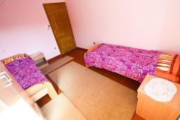 Спальня 2. Черногория, Лепетане : Апартамент для 4-5 человек, 2 отдельные спальни, 2 балкона с видом на море