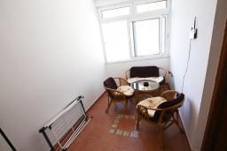 Коридор. Черногория, Лепетане : Апартамент с отдельной спальней, с балконом с видом на море, возле пляжа