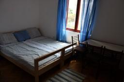 Спальня 3. Черногория, Игало : Второй этаж виллы с 4-мя отдельными спальнями, с 3-мя ванными комнатами, с балконом с видом на море, 30 метров до пляжа