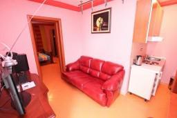 Гостиная. Черногория, Тиват : Уютный апартамент c отдельной спальней в 250 метрах от моря