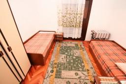 Спальня 2. Черногория, Доня Ластва : Апартамент для 5 человек, с 2-мя отдельными спальнями, возле моря
