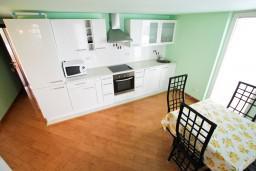 Кухня. Черногория, Селяново : 2-х уровневый апартамент для 4 человек, с 2-мя отдельными спальнями, с балконом с видом на море