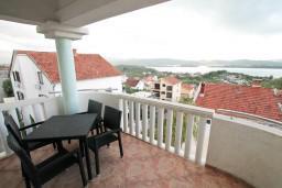 Балкон. Черногория, Селяново : 2-х уровневый апартамент для 4 человек, с 2-мя отдельными спальнями, с балконом с видом на море