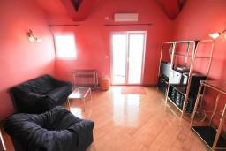 Гостиная. Черногория, Селяново : 2-х уровневый апартамент для 4 человек, с 2-мя отдельными спальнями, с балконом с видом на море