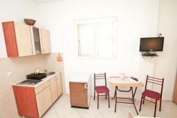 Студия (гостиная+кухня). Черногория, Доня Ластва : Студия для 2-3 человек, 30 метров до моря