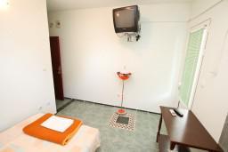 Студия (гостиная+кухня). Черногория, Доня Ластва : Студия с балконом с видом на море